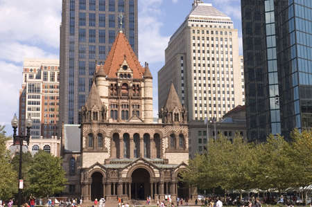 congregational: Toursits  visting Trinity church, Boston,  Mass. The church made of granite and red sandstones, the low part based on Romanesque architecture .The tower is relatively low and wide, and centrally located.