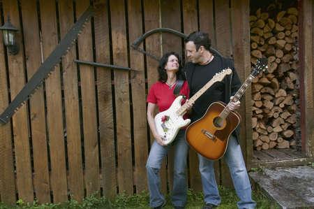 tenderly: paese occidentale in cerca chitarristi teneramente - capannone boschi come sfondo