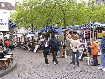 PARIS - MAY 4:  Montmartre street scene with artists and tourists, one of  the principal artistic centers of Paris. May 4, 2004. France    Redakční