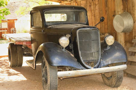 ford: UTAH, Verenigde Staten - APRIL 29TH; de oude 1940 truck in goede staat in een boerderij van Utah, USA, 29 april 2006
