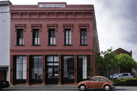 Arcata, California,USA - May 9, 2006 : Illustrative image of a old and  typical Victorian style red building in Arcata, California, USA Редакционное