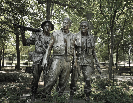 Vietnam war memorial statues  named The Three Soldiers sculpted by Frederick Hart located in the National Mall and Memorial Parks of Washington, DC Imagens