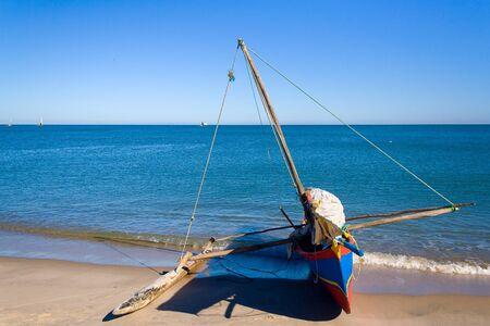 plage: Pirogue Sakalava du village de pêcheurs Antsanitia, l ouest de Madagascar