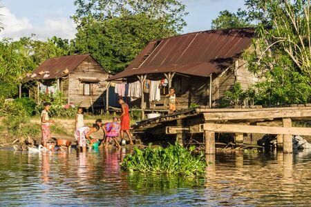ethic: Famiglia malgascio di Betsimisaraka etica nel loro villaggio vicino a Maroantsetra, Madagascar