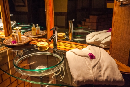 mauritius: Washbasin in a luxurious hotel room bathroom