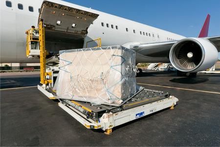 Plataforma de carga de flete aéreo a la aeronave