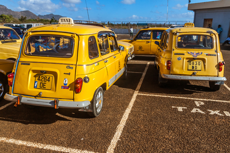 The yellow taxis of Diego Suarez (Antsiranana), north of Madagascar on october 12, 2016 Sajtókép