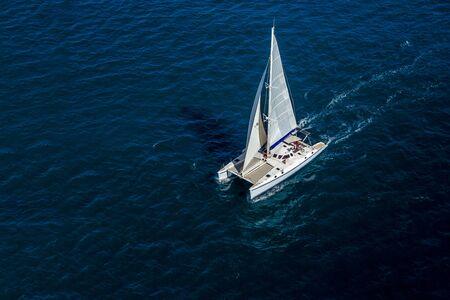 Aerial view of a catamaran sailing in the Indian Ocean Foto de archivo