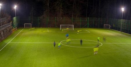 Amateur voetbalteam training 's nachts Stockfoto - 91386514