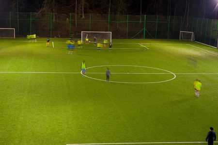 amateur voetbalteam training 's nachts