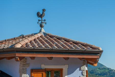 techo con brújula e Veleta para dirección del viento