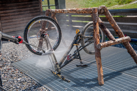 27 luglio 2015 Livigno italy : cleaning after bike ride through the dust