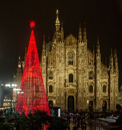 Milan Italy 17 December 2019: Christmas tree lit with low energy consumption bulbs In Piazza del Duomo Фото со стока