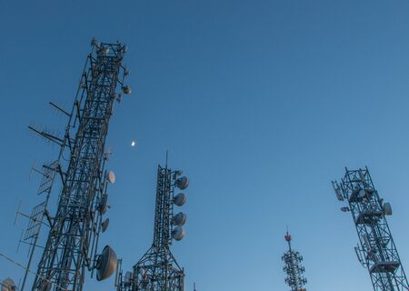 pylons with radio station to transmit data Banque d'images