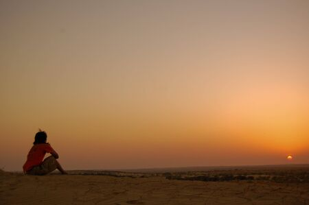 horizont: silence in the desert