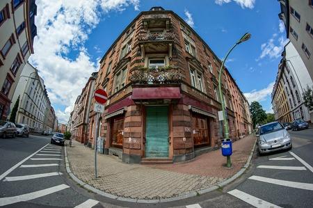 edificio de gran angular