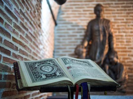 boek in de Spaanse kathedraal