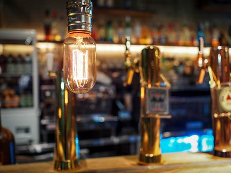 Glühbirne im Restaurant Lizenzfreie Bilder