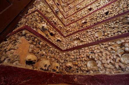 Schädelkapelle in Faro Standard-Bild - 83477784