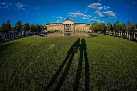 Schatten vor Casino Wiesbaden