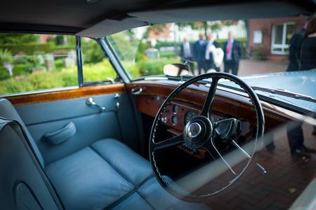 Der Interieur eines klassischen Autos
