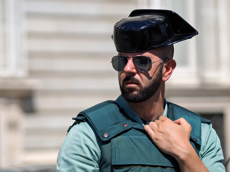 Madrid, Spain - June 06: Unidentified guaard stands in front of Royal Palace on June 06, 2015 in Madrid, Spain. Standard-Bild - 89297221