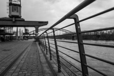 Balustrade in East District von Frankfurt Standard-Bild - 94803084