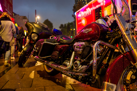 Hamburg, Germany - June 23, 2018: A Harley Davidson in the rain in front of Emergency car at the Reeperbahn. Standard-Bild - 104687736