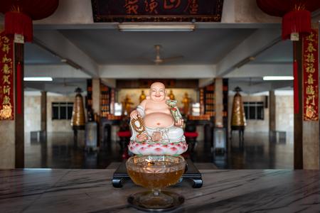 Buddha statue in temple in Malacca, Malaysia. Фото со стока - 120513493