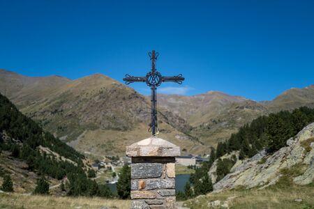 A cross in the pyrenees in Spain 版權商用圖片