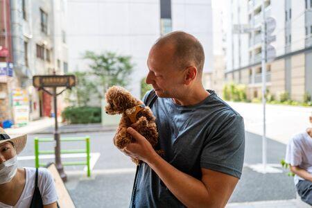 Caucasian man with cute dog in Tokyo Standard-Bild