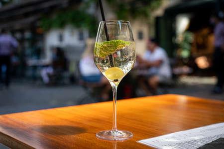 a glass of sparkling wine Standard-Bild