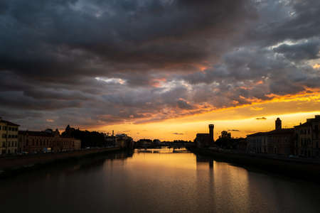 A sunset at the Arno in Pisa Standard-Bild
