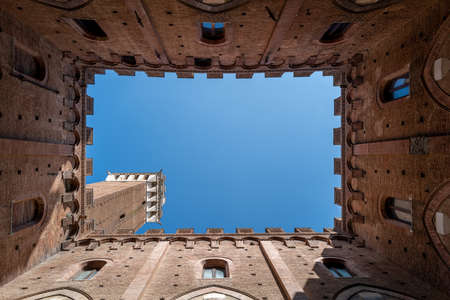 The view in the tower of the Palazzo Pubblico in Siena Standard-Bild