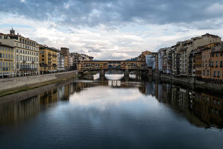 A view of the Arno from a bridge in Florence Standard-Bild