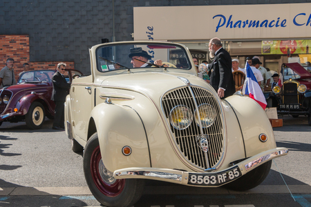 plunges: Challans, France - August 11, 2016 : event Once Challans Autrefois Challans organized by the city and plunges visitors into the city from the early 20th century - presentation in the street of old vintage cars