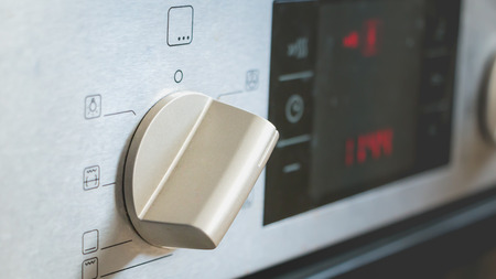convection: switch on an electric oven convection position