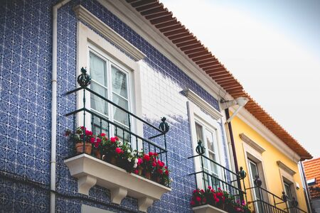 Aveiro, Portugal - May 7, 2018: Small traditional house architecture detail in the historic city center of the city on a spring day Foto de archivo - 128464600
