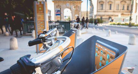 Montpellier, France - January 2, 2019: Velomagg bike sharing city bikes for rental in Montpellier. Bike sharing is a popular city transport Foto de archivo - 128464610