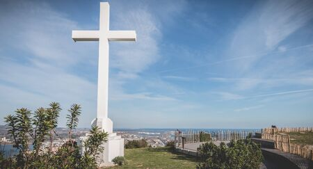 Sete, France - January 4, 2019: Architectural detail of the cross of Mont Saint Clair overlooking the town of Sete on a winter day Foto de archivo - 128464694