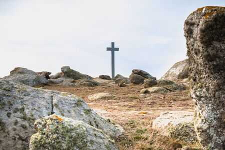 view of the wild vegetation of the cross of the tip of Chatelet on the island of Yeu, France in summer Foto de archivo - 130122912