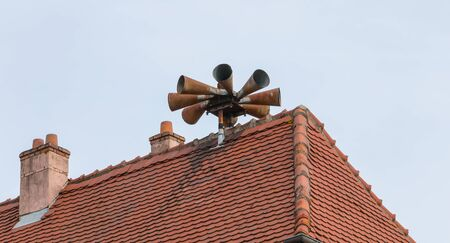 Siren alert to populations on the roof of a house in the city center