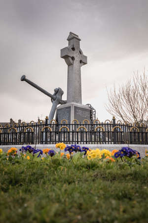Howth near Dublin, Ireland - February 15, 2019: view of the monument was erected by the Howth fishermans association and commemorates the lives of all persons lost at sea in the city center on a winter day Éditoriale