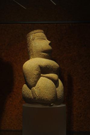 neolithic: estatuilla del Neol�tico, que se encuentra en Cerde�a. Representante de la cultura de la Diosa Madre.