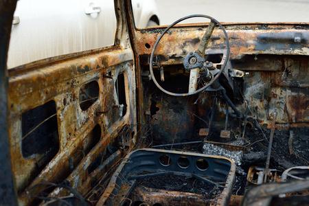 venganza: Salón del automóvil quemado, disturbios concepto y el terrorismo Foto de archivo