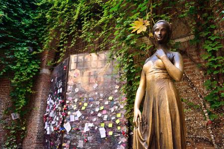 VERONA, ITALY - MAY, 2017: Patio and statue Juliet, Verona, Italy. Very popular tourist place. Editorial