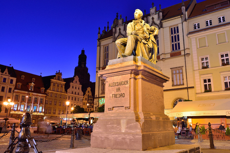 townhouses: WROCLAW, POLAND - JUNE, 2017: Statue of the Polish poet, playwright and comedy writer Aleksander Fredro in the Market Square in front of the Town Hall of Wroclaw - Poland.