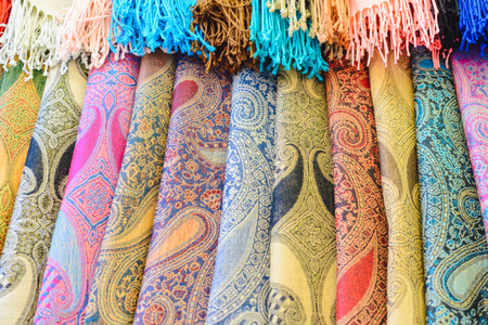 Many bright female scarfs and shawl close-up at shop 免版税图像