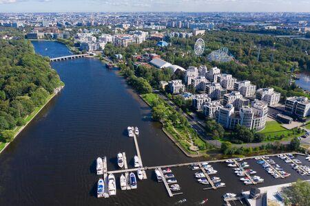 Krestovsky island. Bridges, yachts, ships. Central park. Urban landscape. Top view aerial drone 版權商用圖片