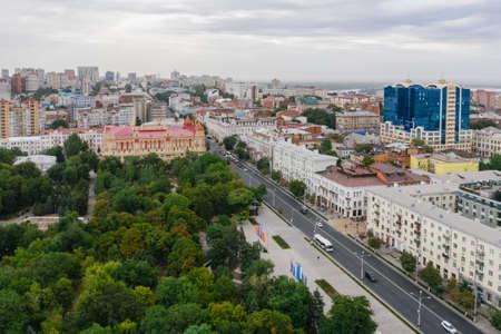Gorky Park, Bolshaya Sadovaya Street, city administration and tourist buildings. Imagens